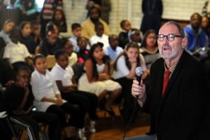 1_Thom Mayne speaks to students at Hall School