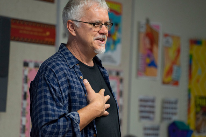 Actor Tim Robbins champions performing arts during visit to San Bernardino elementary school